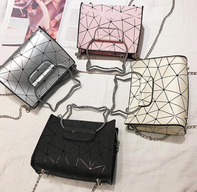 Модна сумка з ручками котиками і голографічним дизайном