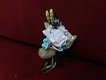 Свадебная бутоньерка белая с мятным