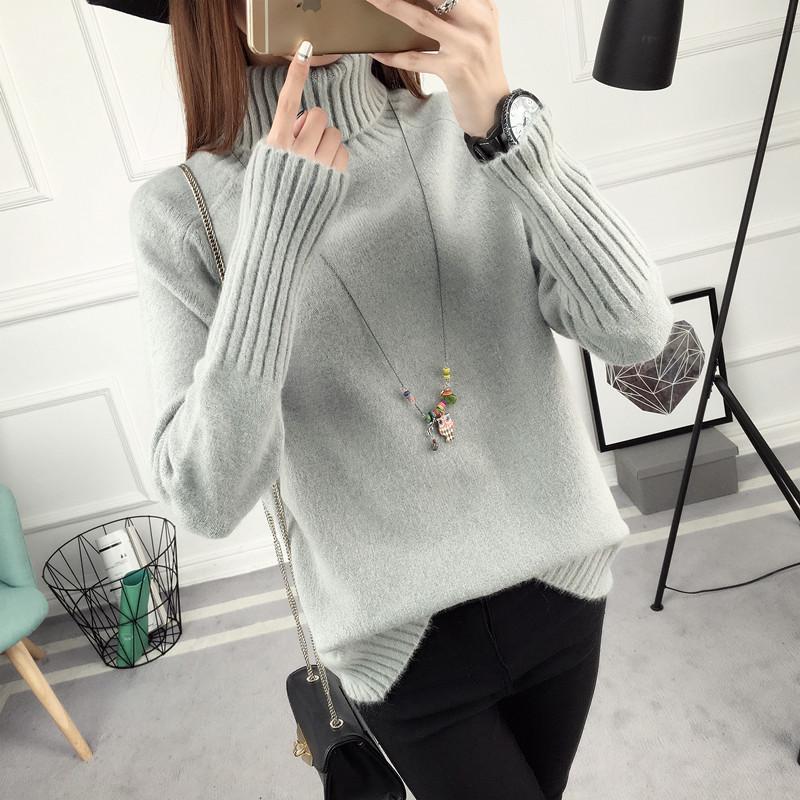 Однотонный женский теплый свитер с воротником серый