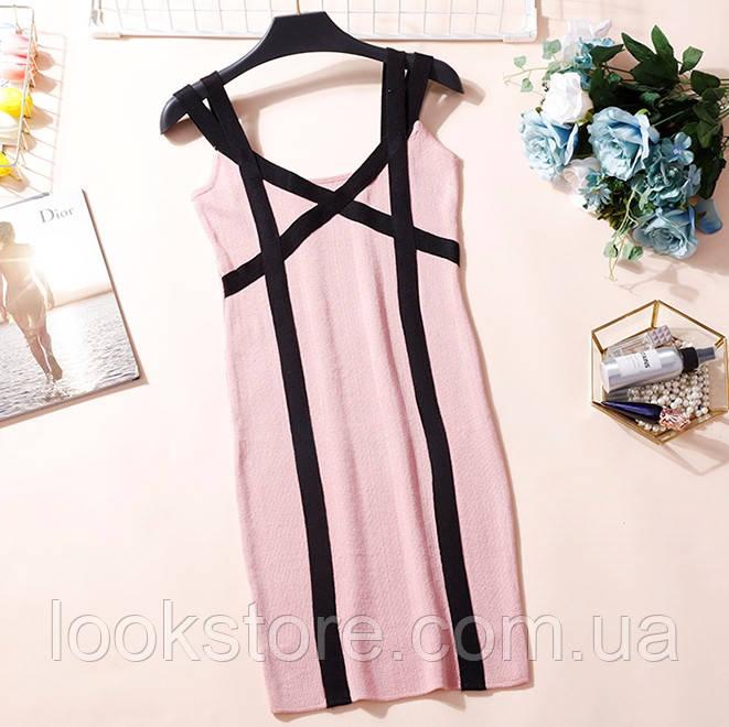 Женское трикотажное платье на бретелях розовое