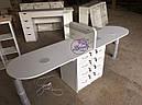 Широкий маникюрный стол на два рабочих места с полочками для лаков, фото 4