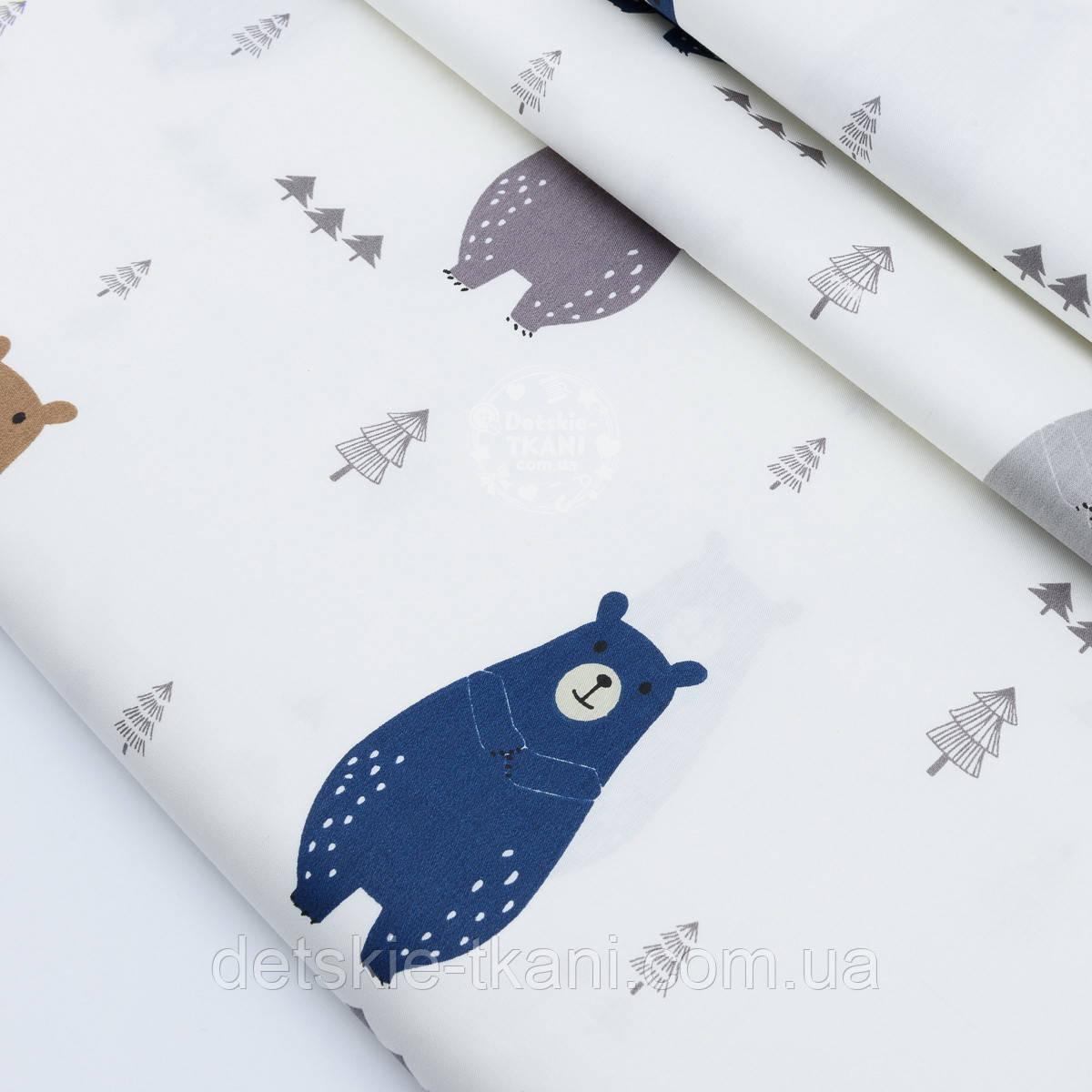 """Сатин ткань """"Высокие медведи в сосновом бору"""" серые, синие, коричневые на белом № 1779с"""