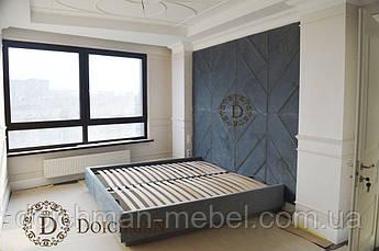 Кровать с большой мягкой спинкой