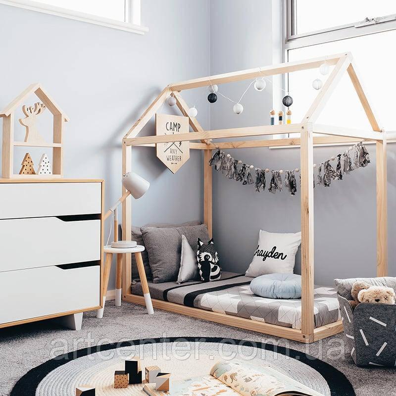 Кроватка-домик напольная из массива ясеня