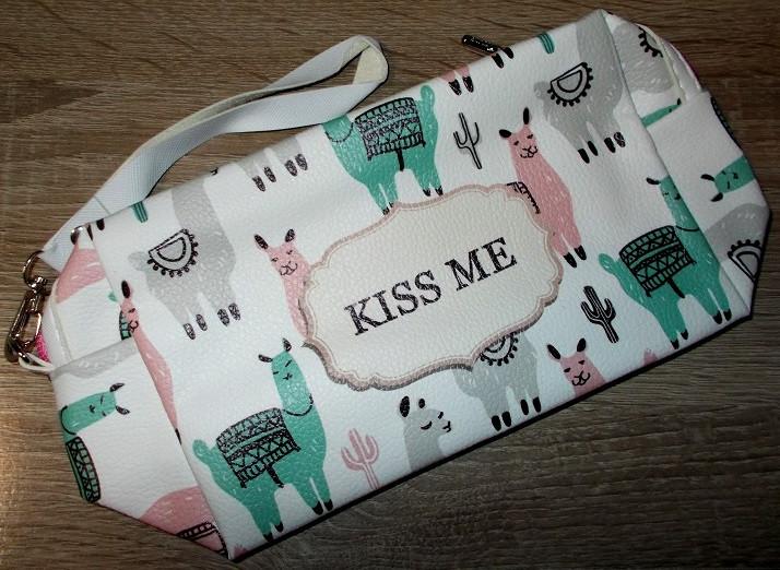 Косметичка Kiss Me