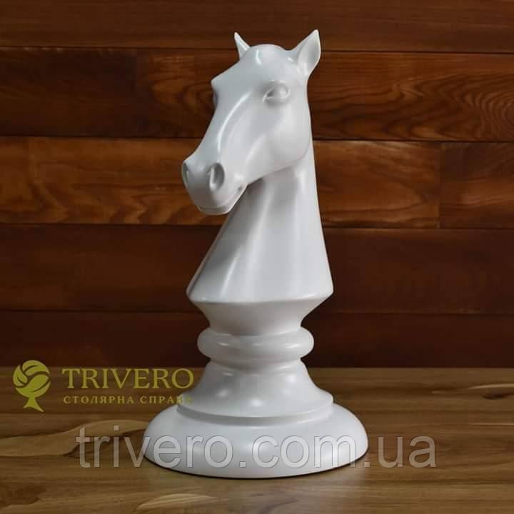 Великі шахові фігури скульптури з дерева