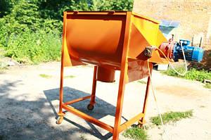 Горизонтальный смеситель для кормов и сыпучих смесей.