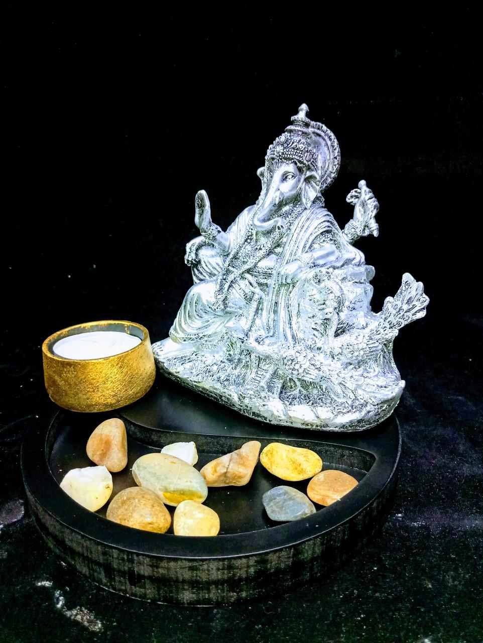 Статуэтка Ганеша на троне в композиции