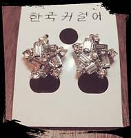 Красивые серьги гвоздики Снежинки, украшенные кристаллами