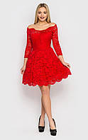 Красное гипюровое платье с пышной юбкой