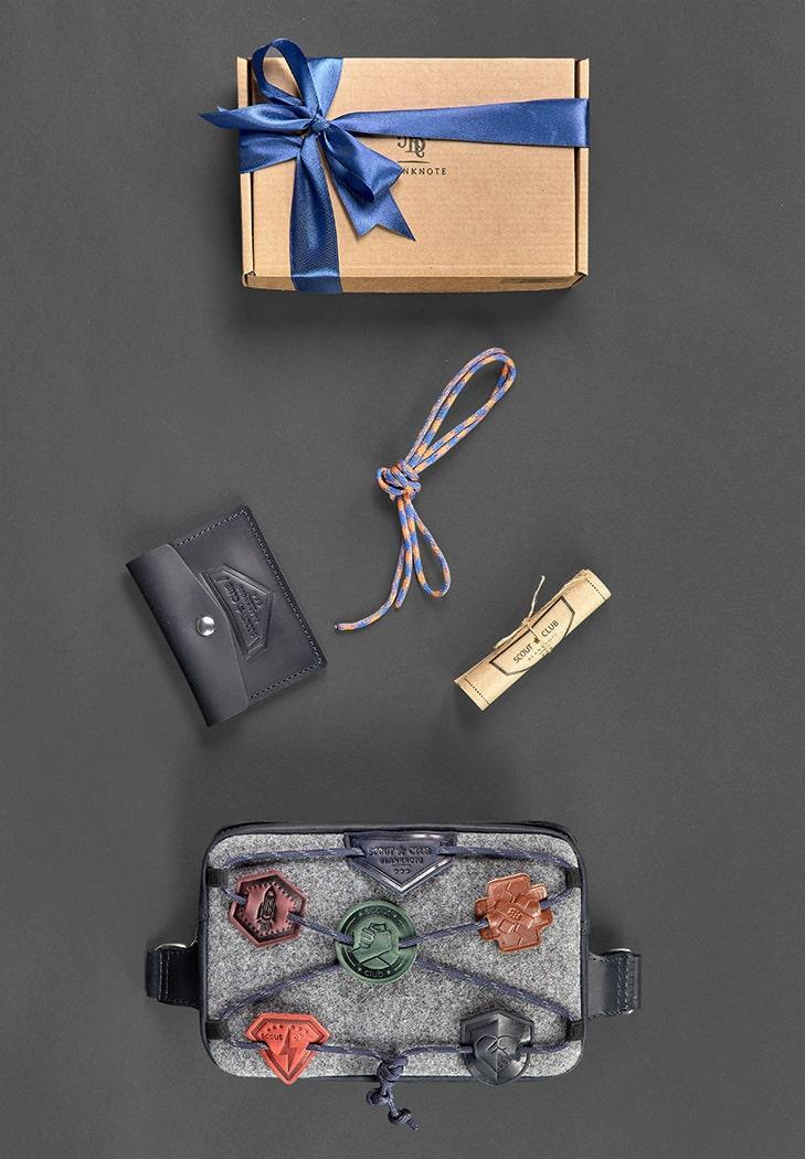 Подарочный набор скаута для мальчика из фетра, кожи синий ( напоясная сумка, кошелек ) ручная работа