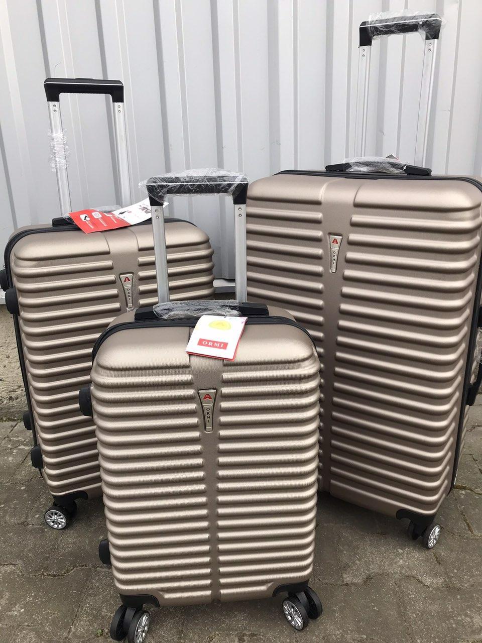 Большой пластиковый чемодан Ormi 8009 на 4 колесах золотистый, фото 1