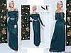 Изумрудное нарядное женское гипюровое удлиненное платье декорировано камнями пояс. Арт-7664/65