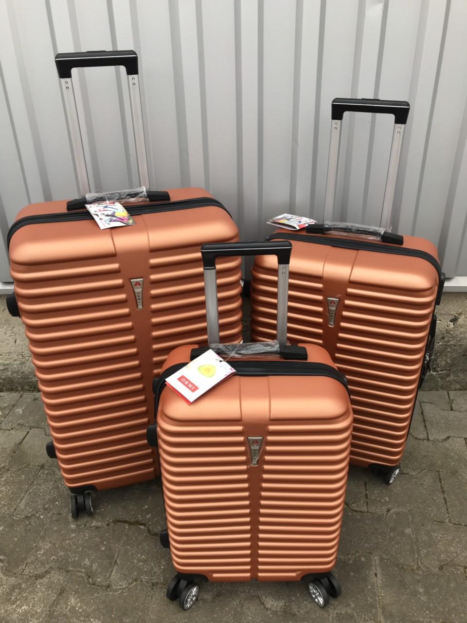 Малый пластиковый чемодан Ormi 8009 на 4 колесах оранжевый