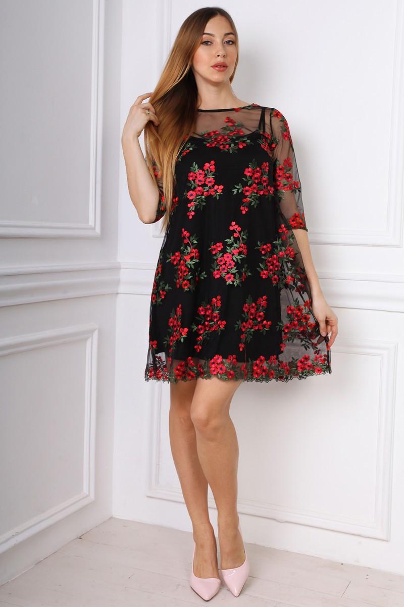 Изысканное короткое платье с утонченными узорами