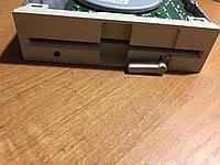 Флоппи дисковод 5,5'. Б/у. Работоспособность неизвестна!