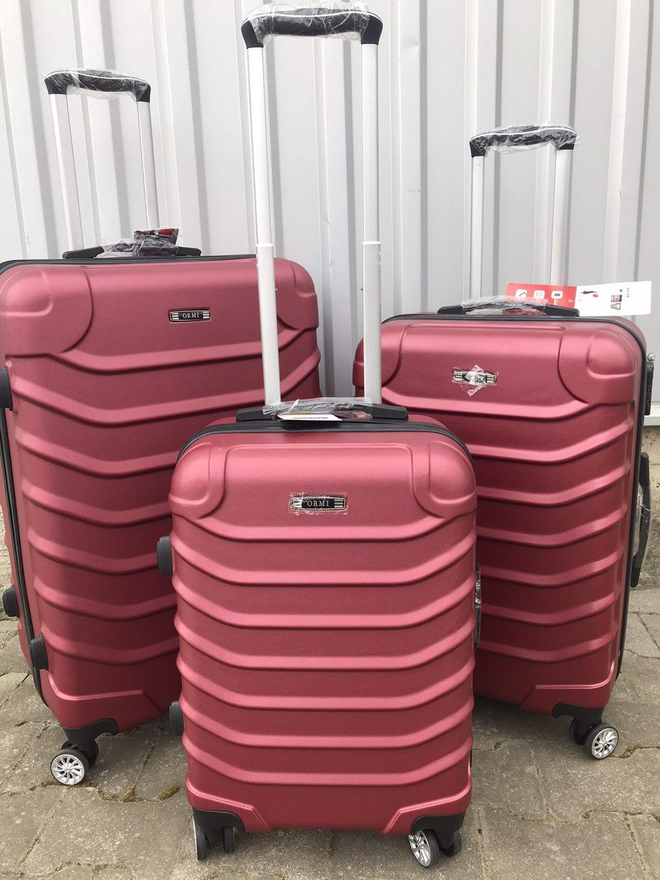 Большой пластиковый чемодан Ormi 2065 на 4 колесах бордовый