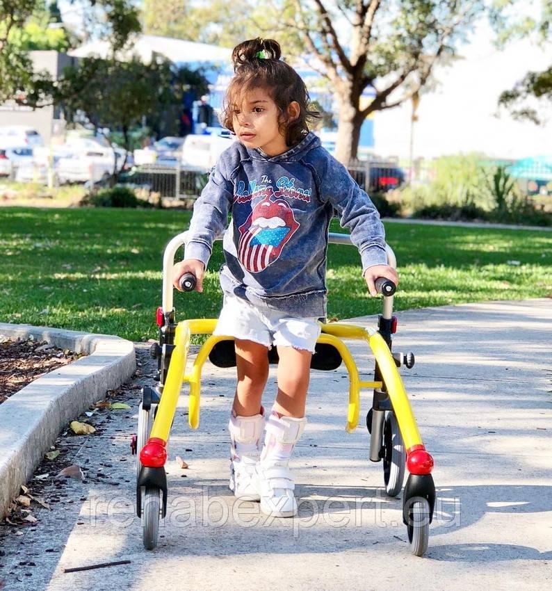 Б/У Задне-опорные ходунки для активных детей с ДЦП R82 Crocodile Gait Trainer +Seat Size 1