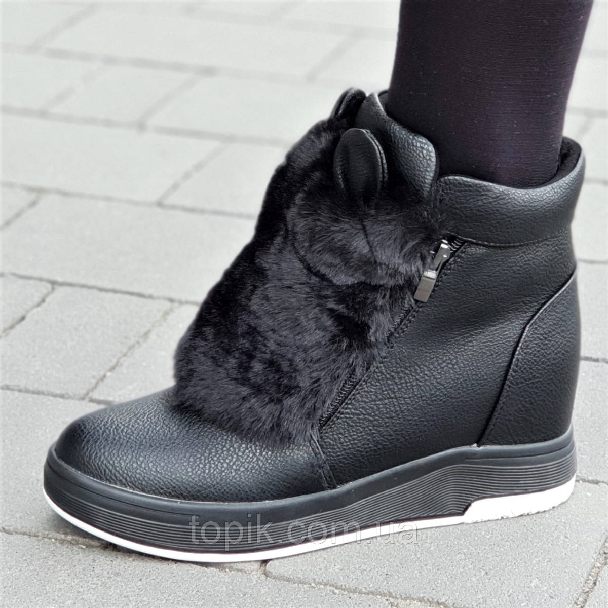 b81445bd Женские зимние ботинки на танкетке с ушками черные удобная колодка стильные  на мягкой подошве (Код: 1315)