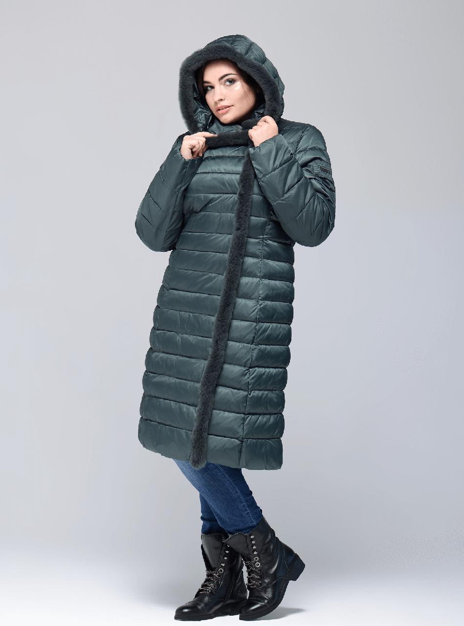 10599e0321a Женская длинная зимняя куртка Сlasna цвета изумруд ( 453) CW17D041CQL с натуральным  мехом -