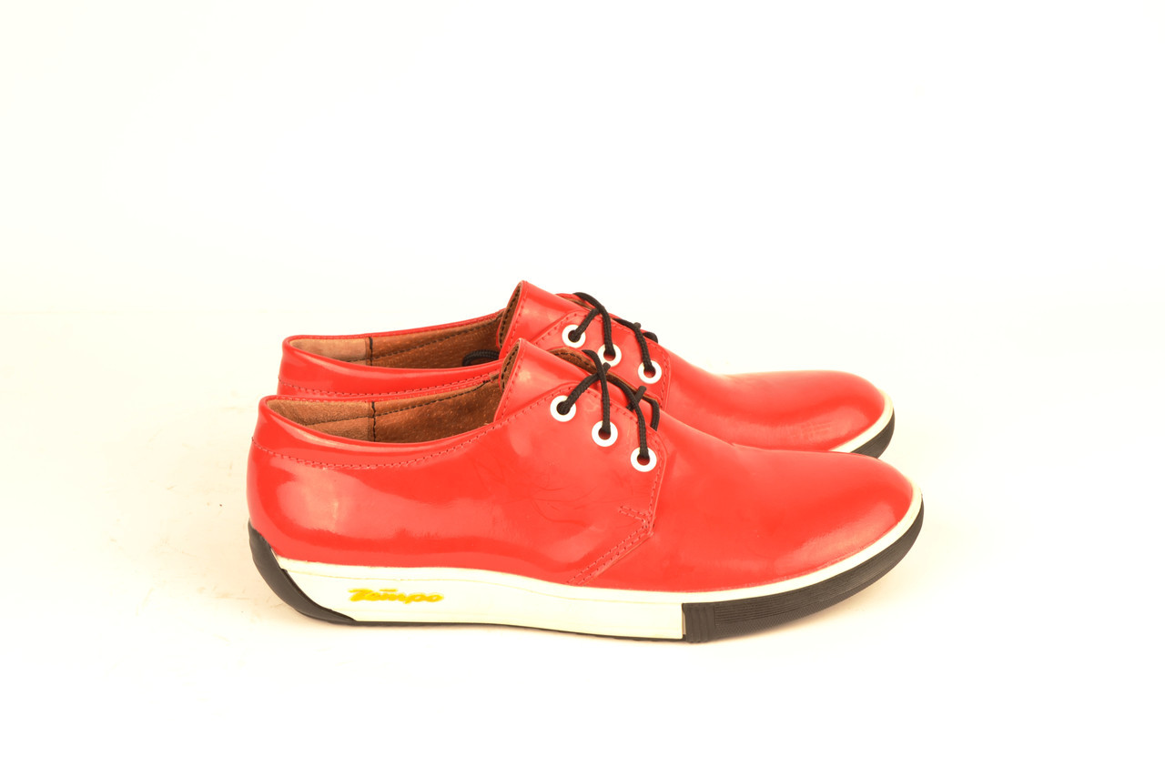 Кросівки жіночі червоні шкіра лак шнурівка KARMEN