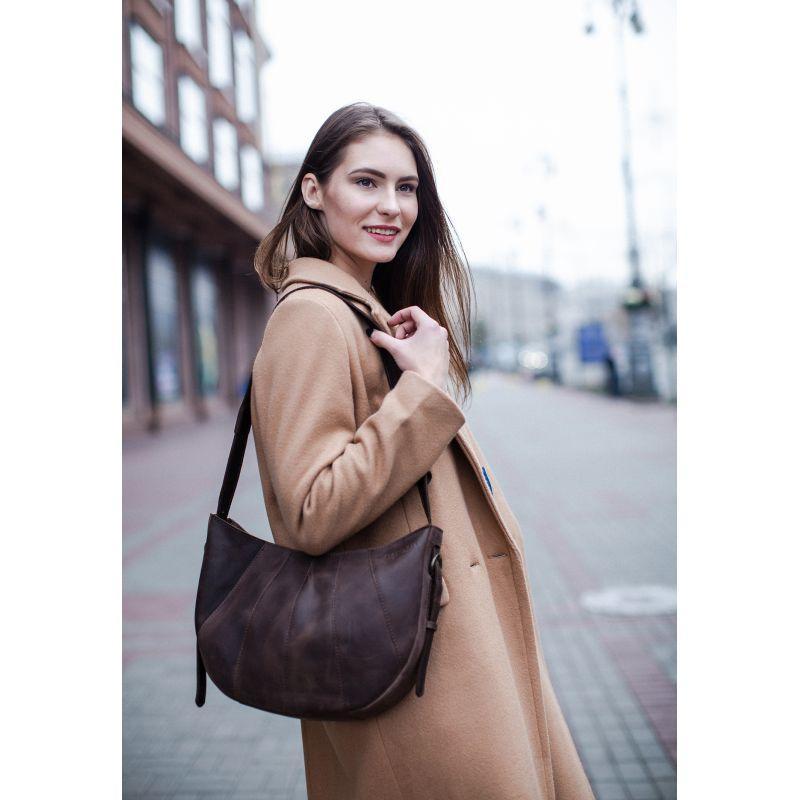 Кожаная женская сумка Круассан темно-коричневая