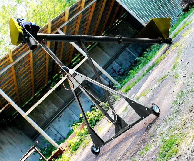 Шнековый транспортер (винтовой конвейер) в трубе 220 мм, длинной 12 м, 20 т/час, двигатель 7.5 кВт.