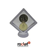 Набор из монет биткоин и эфириум на белой подставке (сувенир, подарок, коллекционная)