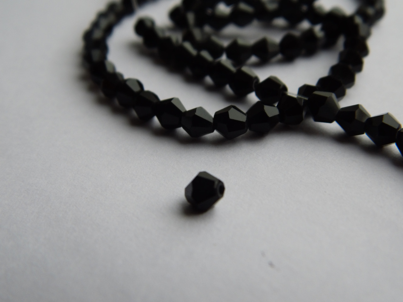 Намистини  біконус кришталеві (Чехія) Чорні 4 мм (10 шт.)