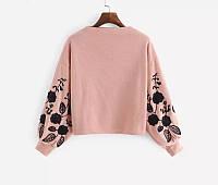 Интересный пуловер женский с вышивкой на рукавах