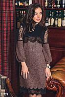 Теплое платье букле коричневого цвета с кружевными вставками