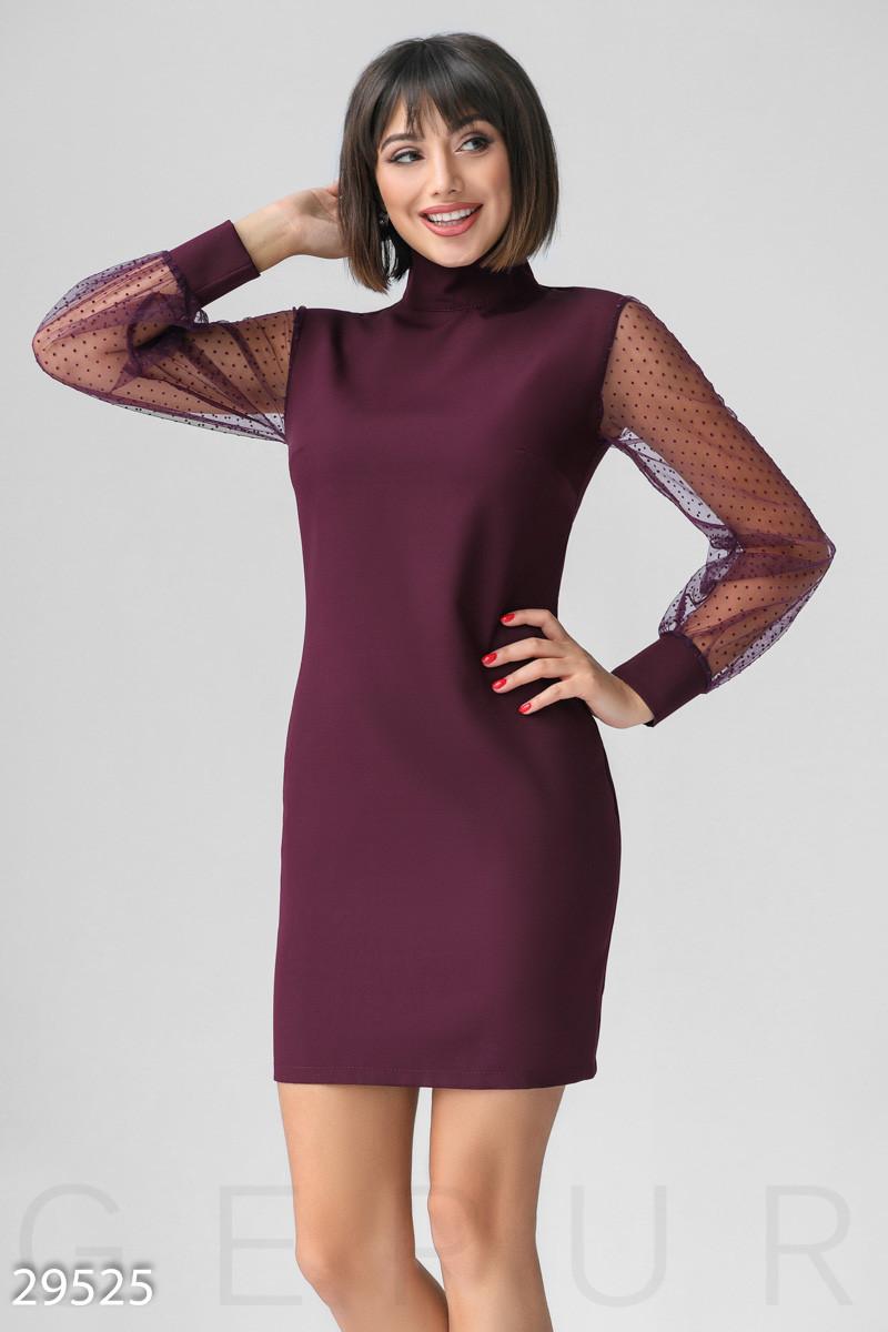 Приталену сукню бордового кольору з прозорими рукавами в горошок