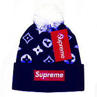 Крутая мужская вязаная шапка с бубоном Louis Vuitton Supreme темно синяя  брендовая зимняя Суприм реплика ad511aa751e