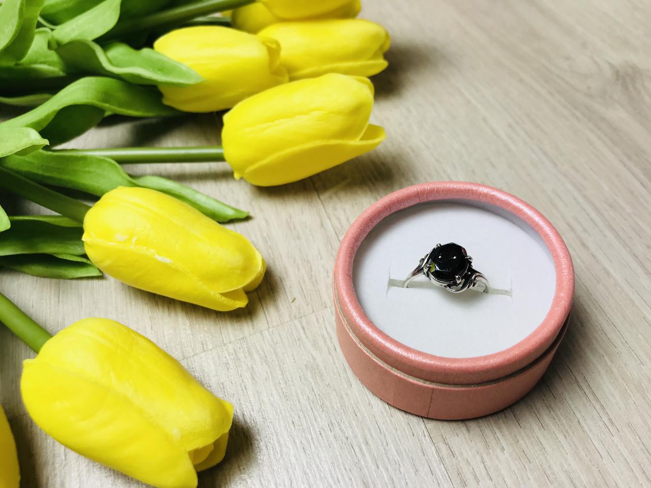 Серебряное кольцо с черным нефритом