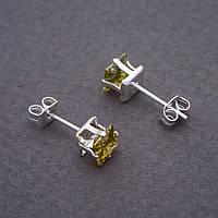 Серьги гвоздики с оливковыми кристаллами d- 6 мм