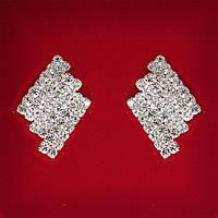 [25x15 мм] Серьги женские белые стразы светлый металл свадебные вечерние гвоздики (пусеты ) 3 ряда ромбовидные средние