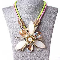 [100х100 мм.] Ожерелье на канатах с цветком, металл Gold и чешское стекло, жемчужина по центру