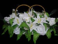Икебана с лилиями и розами с пластиковыми кольцами на магните