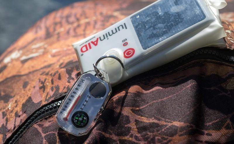 Всепогодный светильник-подушка LuminAID на солнечной батарее
