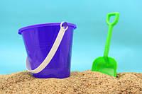 Ведерки, лопатки, пасочки, наборы для песочницы.