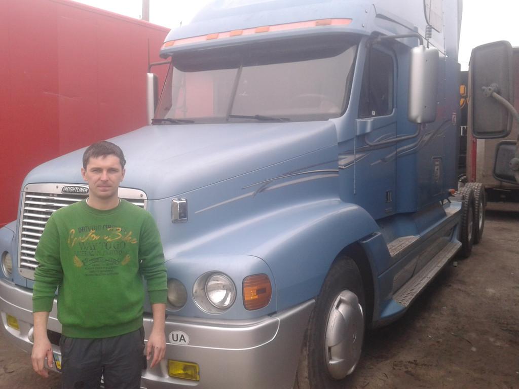 Замена лобового стекла на грузовик Freightliner Columbia (Фредлайнер Коламбия)