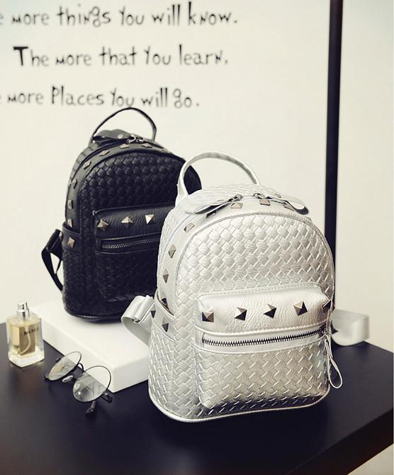 Женский рюкзак Элизабет с заклёпками 1033-1 🎁 В подарок браслет