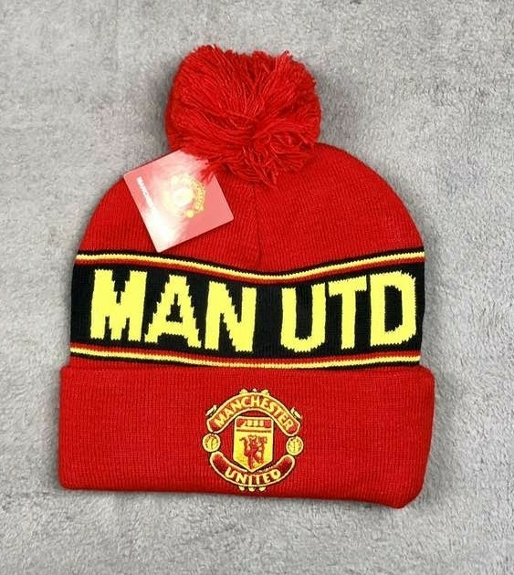 Зимняя шапка Манчестер Юнайтенд красная с желтой надписью