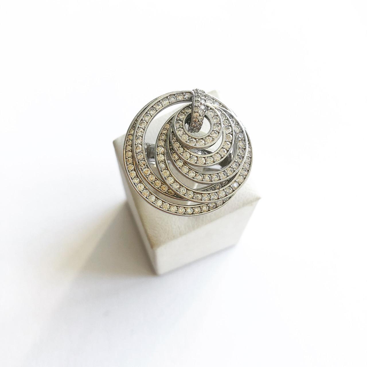 Кольцо из серебра с куб. цирконами Beauty Jewels в стиле De Grisogono (размер 18)