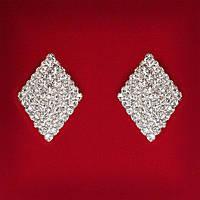 [28x20 мм] Серьги женские белые стразы светлый металл свадебные вечерние гвоздики (пусеты ) ромб средние