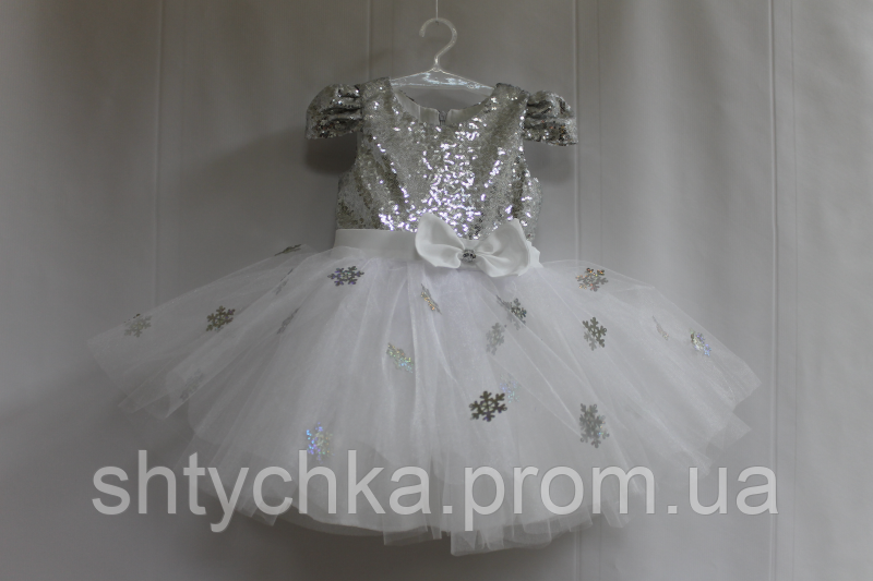 """Нарядное платье на девочку """"Снежинка"""" с серебренными пайетками и рукавчиком фонариком"""