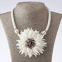 Колье на шнурах Хризантемы белые текстиль фэшн L-48-55см