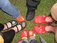 Як відрізнити справжні крокси Crocs від підробки. Поради при покупці взуття Crocs