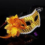 "Яркая золотистая маска ""Пламя""5236 с цветком реклама, фото 2"