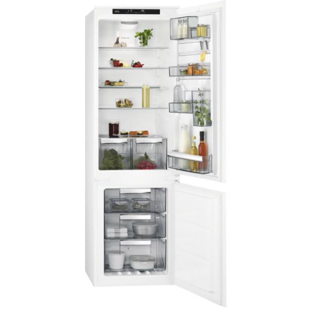Холодильник с морозильником  встраиваемый  AEG SCE81824TS